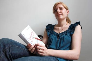 """Aurélie Boullet, auteure du brûlot """"Absolument dé-bor-dée ! ou le paradoxe du fonctionnaire"""", sous le pseudonyme de Zoé Shepard."""