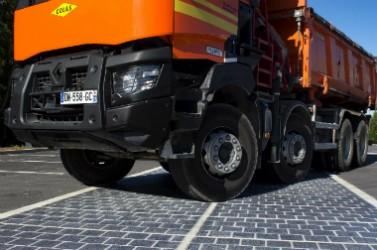Les chaussées équipées de modules Wattway résiste aux passages de camions.
