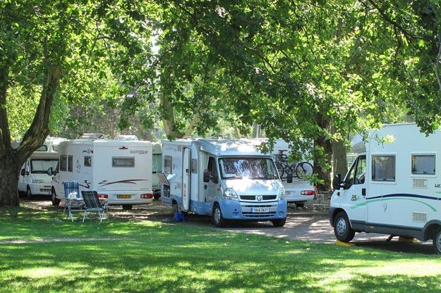 Camping-cars : le numéro d'équilibriste des maires