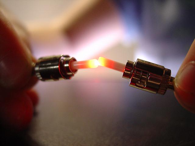 Le très haut-débit prend son temps pour arriver