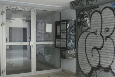 hall d'immeuble dégradé