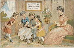 carte postale ancienne montrant une femme au foyer qui joue avec ses enfants