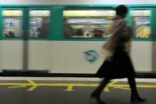 metro rame femme quai