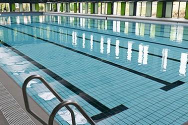 A metz les ma tres nageurs s inqui tent de l 39 air vici de for Piscine lothaire