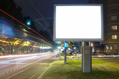 Dispositifs publicitaires lumineux : le Conseil d'Etat précise le calcul de la surface des panneaux