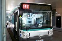 Bus hybride Ivecobus au départ de la ligne 147 de la RATP.
