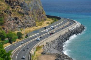 L'érosion des côtes est un phénomène naturel que l'on observe partout dans le monde.