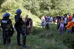 Face à face entre opposants au barrage de Sivens et forces de l'ordre le 1er septembre 2014.