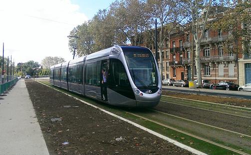 Essai d'une nouvelle ligne de tramway à Toulouse à l'automne 2013.